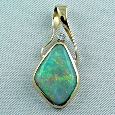 9.58 gr. Gold pendant with 6.73 ct Semi Black Opal + Diamond, pic1
