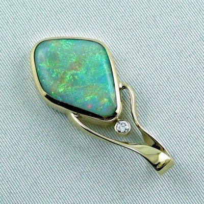 9.58 gr. Gold pendant with 6.73 ct Semi Black Opal + Diamond, pic3