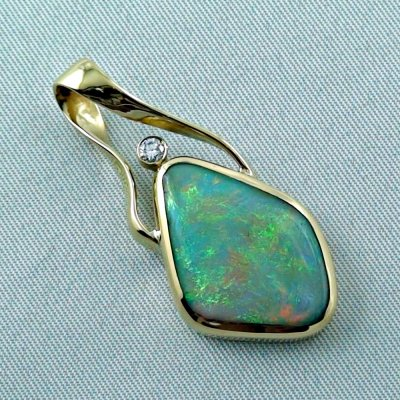 9.58 gr. Gold pendant with 6.73 ct Semi Black Opal + Diamond, pic5