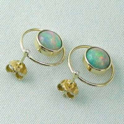 4.00 gr. opal ear studs, earrings 18k gold with 2.62 ct welo opals, pic5