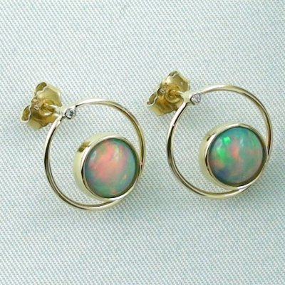 4.00 gr. opal ear studs, earrings 18k gold with 2.62 ct welo opals, pic6