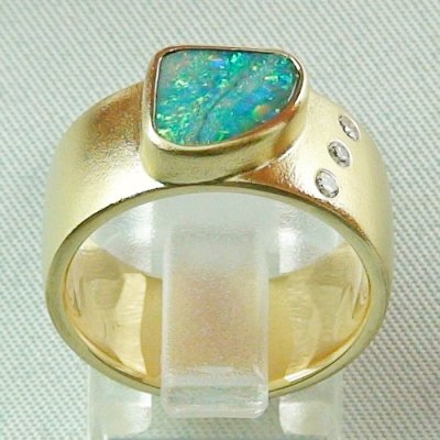 opalring, 18k goldring, ladies ring with boulder opal and diamonds, pic3