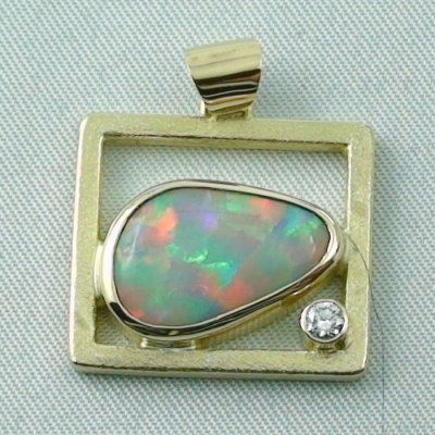 8,61 gr opalpendant, gold pendant 18k with white opal, diamond, pic1