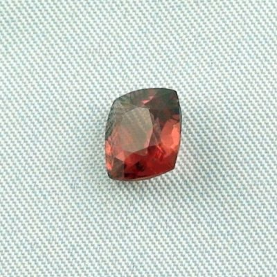 2.35 ct Garnet gemstone Rhodolite 8.26 x 7.56 x 4.45 mm, pic2