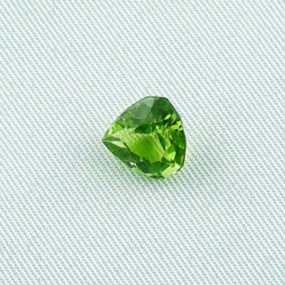 2.34 ct peridot gemstone jewelry stone 8.67 x 8.12 x 5.22 mm, pic1