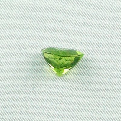 2.93 ct peridot gemstone jewelry stone 8.06 x 10.19 x 6.60 mm, pic3